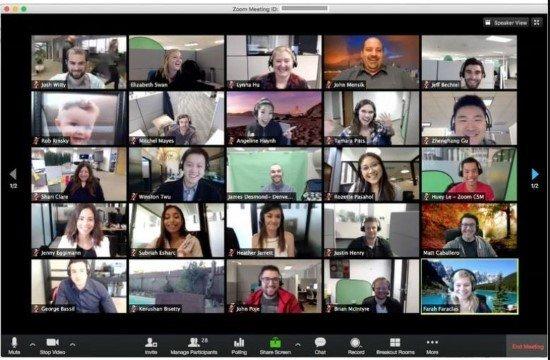 Gente haciendo videollamada grupal en Windows
