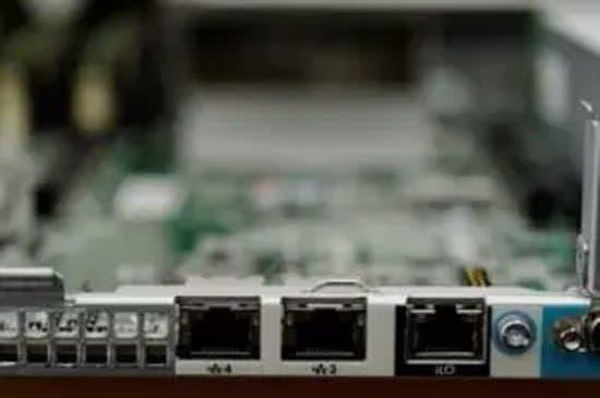 Conectores de salida de una tarjeta de red